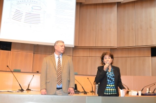 Avidex's Bill Chafant, loop installer, and Monica Simmons, City of Seattle, announce the tests.