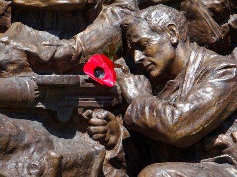 war-memorial-1191941_640